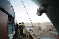Корабът, блокирал Суецкия канал, се е раздвижил