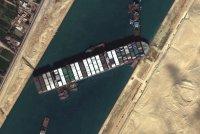 Суецкият канал продължава да е блокиран