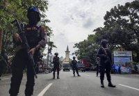 снимка 2 Експлозия пред католическа църква навръх Палмова неделя в Индонезия
