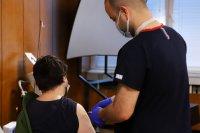 """Желаещи без записан час могат да се ваксинират и днес в """"Пирогов"""" и ВМА"""