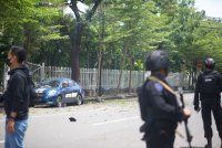 снимка 4 Експлозия пред католическа църква навръх Палмова неделя в Индонезия