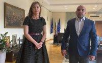 Посолството ни в Скопие ще направи всички постъпки дарените книги да бъдат допуснати до РСМ