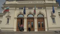 Трескава подготовка в старата сграда на парламента за посрещането на новите депутати