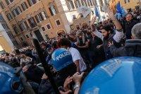снимка 5 Протести в Италия: В Рим се стигна до сблъсъци