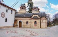 снимка 3 Дивотинският манастир - един от най-старите действащи манастири у нас (ГАЛЕРИЯ)