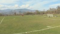 В пандемия: Млади момчета от Яворница преобразиха стадиона в селото