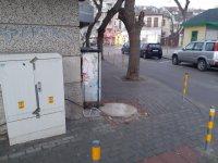 Опасни кабели на тротоар в центъра на Варна