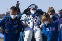 снимка 3 Двама руски космонавти и американска астронавтка се завърнаха от МКС