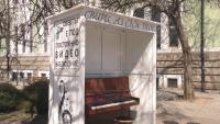 Кой постави пиано на площада в Търговище