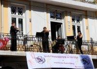 """снимка 2 Честита пролет: """"Музика от балкона"""" с поздрав за софиянци"""
