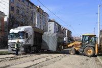 снимка 3 Започна ремонтът на трасето по трамвайна линия 5 (СНИМКИ)