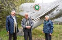 Трима 90-годишни български пилоти празнуваха заедно рождените си дни