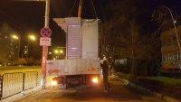 """Вдигнаха част от павилионите, захранвани незаконно от шахтата убиец пред болница """"Св. Иван Рилски"""""""