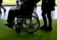 Мъж с увреждания направи сервиз за ремонт на инвалидни колички
