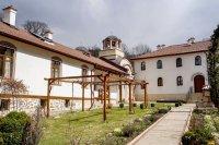снимка 11 Дивотинският манастир - един от най-старите действащи манастири у нас (ГАЛЕРИЯ)