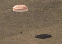 снимка 4 Двама руски космонавти и американска астронавтка се завърнаха от МКС
