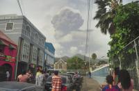 Хиляди са евакуирани заради изригването на вулкан на Сейнт Винсент