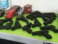 """186 пистолета и над 7400 патрона задържаха митничари на """"Капитан Андреево"""""""