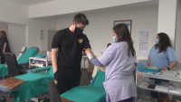 Абитуриенти от Бургас даряват кръв по случай завършването си