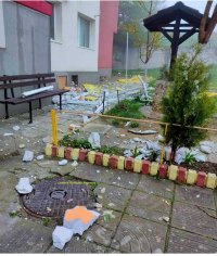 Взрив на газова бутилка събори стена на апартамент във Варна