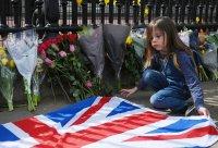 Живот в любов, дълг и служба: Великобритания потъна в скръб след смъртта на принц Филип (Снимки)