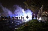 снимка 4 Трета нощ на протести срещу полицейското насилие в Минеаполис