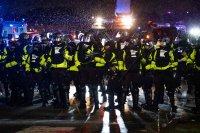 снимка 1 Трета нощ на протести срещу полицейското насилие в Минеаполис