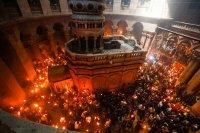 """Благодатният огън беше посрещнат в църквата """"Възкресение Христово"""" в Йерусалим"""
