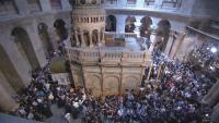 Чудото се случи - Благодатният огън слезе в църквата при Божи гроб