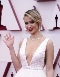 снимка 1 Ослепителна в бялата си рокля Мария Бакалова озари Оскарите (Снимки)