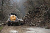снимка 1 Свлачище затвори пътя между София и Самоков