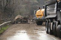 снимка 4 Свлачище затвори пътя между София и Самоков