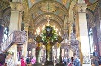 """Опашка от вярващи да минат под Христовата плащеница в """"Свети Александър Невски"""""""