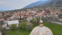 Храм в дупнишкото село Бистрица посреща вярващите с дупка в покрива
