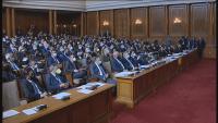 Депутатите разглеждат вече 10-и час промените в Изборния кодекс