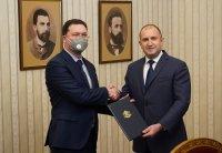 Президентът Радев връчи мандат за съставяне на правителство на Даниел Митов