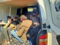 Намериха 13 нелегални сирийци във фалшив инкасо автомобил