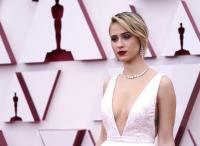 """Мария Бакалова впечатли световните медии с роклята и бижутата на """"Оскарите"""""""