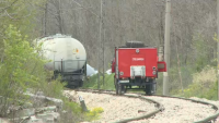Товарен влак дерайлира в Русенско, има обърнати цистерни с гориво