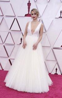 снимка 4 Ослепителна в бялата си рокля Мария Бакалова озари Оскарите (Снимки)