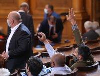 С поредица от скандали приключи последното заседание на 45-ото Народно събрание