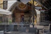 В Чехия отварят магазините и фризьорските салони
