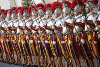 снимка 7 Нови швейцарски гвардейци положиха клетва за вярност към папата във Ватикана (Снимки)