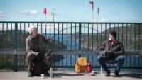 Разделени от COVID-19 близнаци се срещат всяка седмица на мост