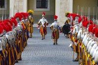 Нови швейцарски гвардейци положиха клетва за вярност към папата във Ватикана (Снимки)