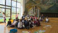 Деца преобразиха стар роял в арт инсталация