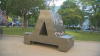 Нови пейки с формата на букви пред Националната библиотека