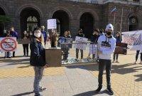 Протест пред МС: Искат затваряне на фермата за норки край Стара Загора (Снимки)