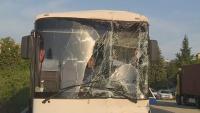 Автобус се удари в ТИР край Сандански