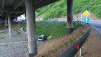 """снимка 1 Автомобил полетя в кратер на АМ """"Струма"""" край Благоевград (СНИМКИ)"""
